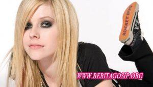 Avril Lavigne Digosipkan Meninggal