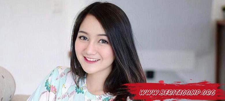 Nanda Arsyinta, Cinta Tulus Youtuber Cantik Bak Boneka