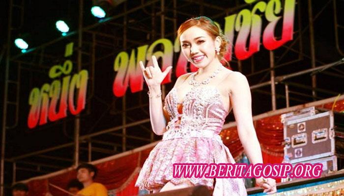 Penappa Naebchid penyanyi thainland